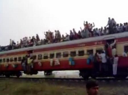 Как ездят на поезде в Индии