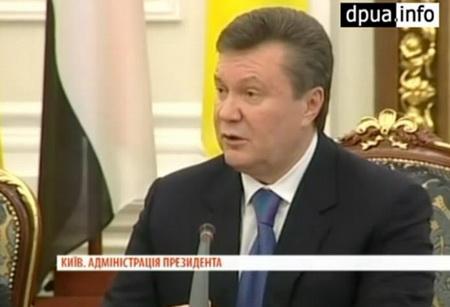 Прикол с Януковичем и елкой