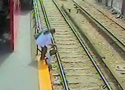 Ребенок чуть не погиб на станции метро
