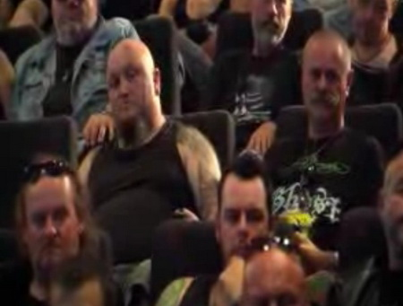 Злые байкеры в кинотеатре