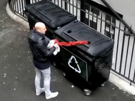 Прикол с мусорным баком