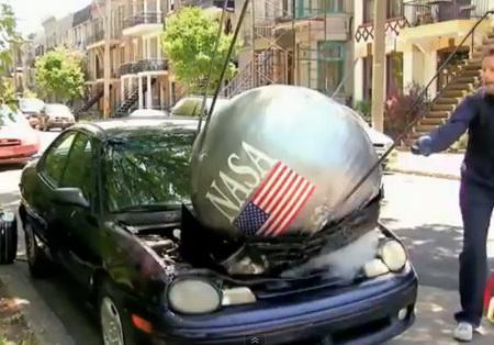 Падение спутника на машину