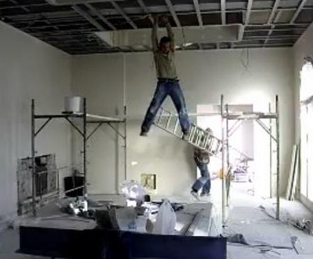 Таджики делают ремонт в квартире